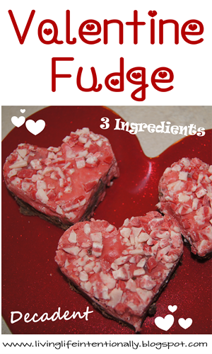 Easy, pretty, and delicious Valentine Fudge #recipes #valentinesday