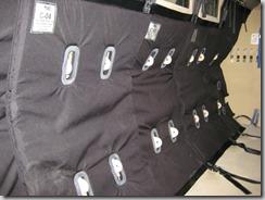 Moderní protistřepinová vložka z Kevlaru v obrněném transportéru.