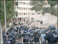 Violents affrontements entre des habitants et les forces de l'ordre à Hydra L6n4s2