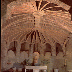 64.- Gaudí. Parque Güell (Iglesia)
