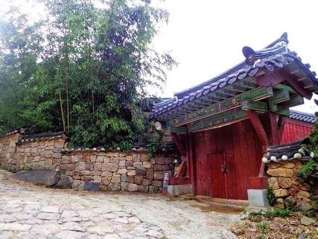 Du lịch hành hương tâm linh - Người Áo Lam
