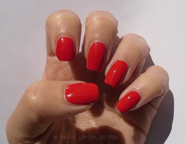 002-max-factor-red-carpet-nail-polish-review-swatch