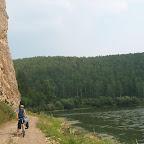 Между скалой и рекой
