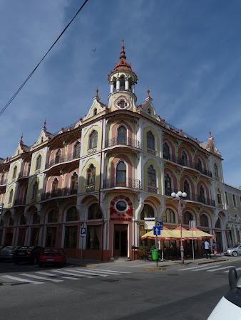 Cladire Art Nouveau din Piata Ferdinand Oradea