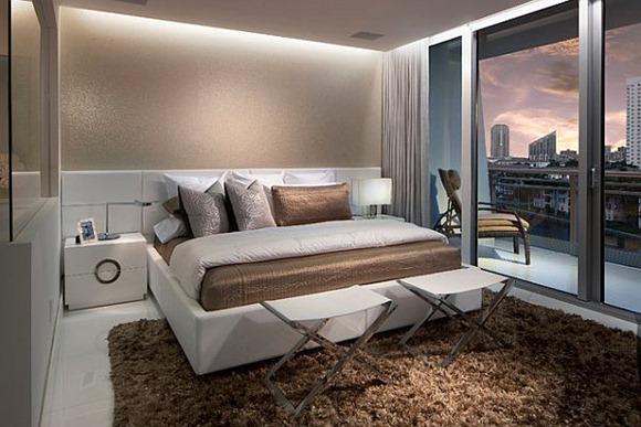 Impresionante decoración del dormitorio con iluminación empotrada