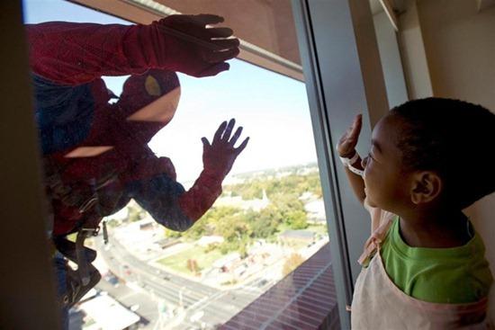 Homem aranha no hospital (2)