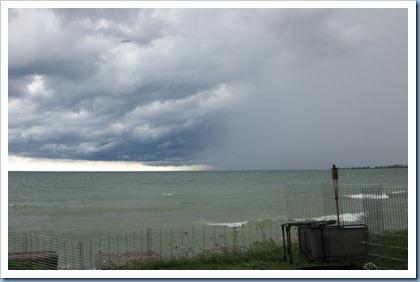 20110810_rain-coming-over-lake_001
