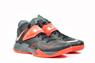 lebrons soldier7 black red 05 web The Showcase: NIKE SOLDIER 7 Miami Heat Away Edition