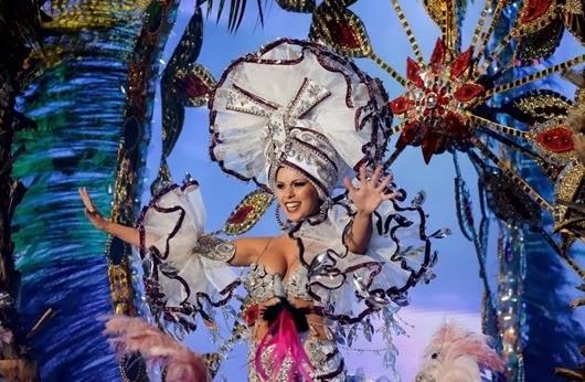 Nominee for Queen of the 2013 Santa Cruz carnival Ana Belen Sepulveda.
