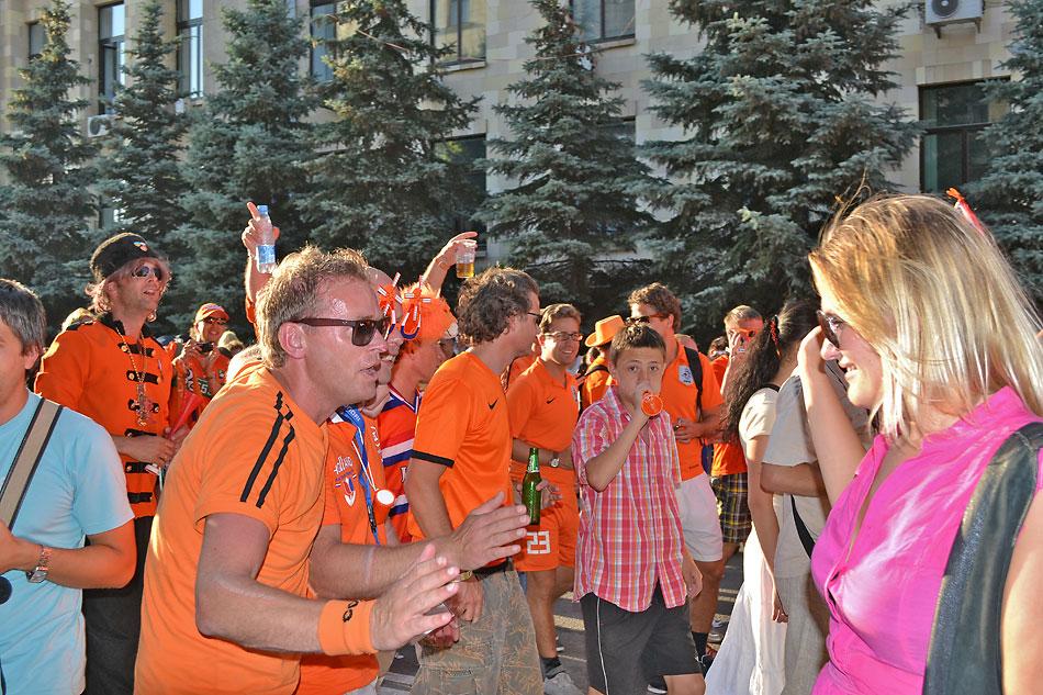 Евро 2012 по футболу. Харьков. 13 июня. Перед матчем Голландия - Германия - 110