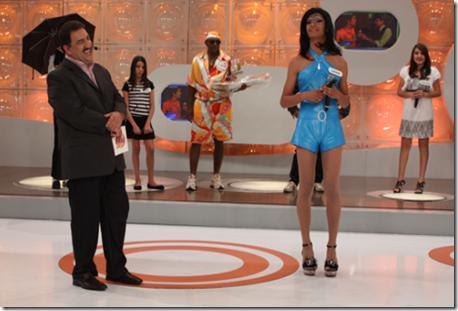 Ratinho e a participante Lohane, no quadro Famosos da Internet