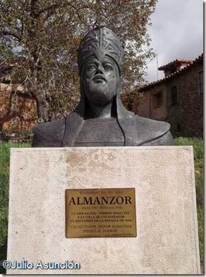 Calatañazor - Estatua de Almanzor