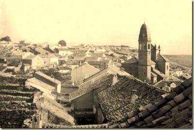 1955__Iglesia_y_tejados_desde_castillo