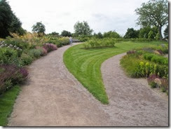 Path_forks_at_RHS_Wisley_-_geograph.org.uk_-_877372