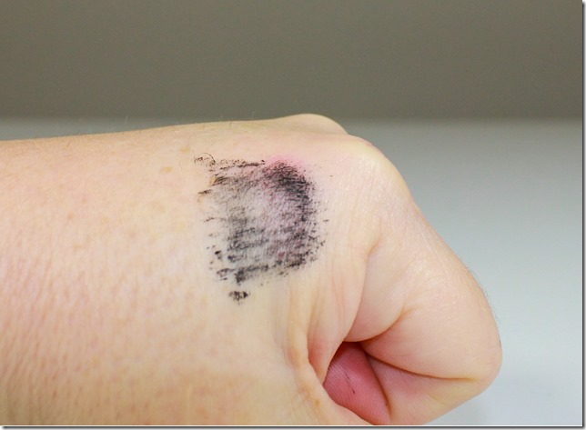 CoverGirl Flamed Out Mascara swatch