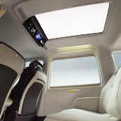 2013-Toyota-JPN-Taxi-concept-18.jpg