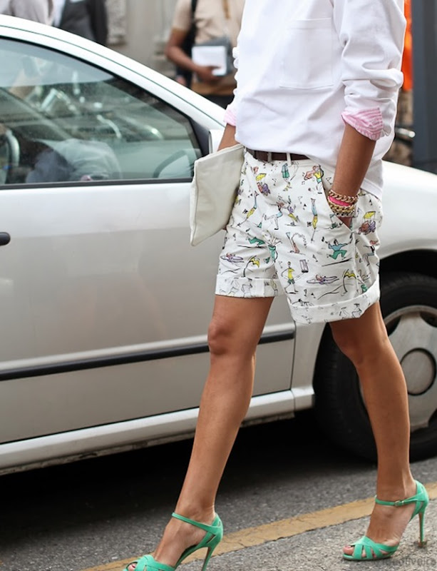 STREET-STYLE-INSPIRATION-LONGER-SHORTS-BERMUDA-SHORTS-PRINT-SHORTS-KHAKI-SHORTS-VIA-LEE-OLIVEIRA-AUSTRALIAN-PHOTOGRAPHER-BLOGGER
