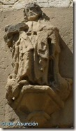 San Pedro de Lizarra - santo sobre la puerta