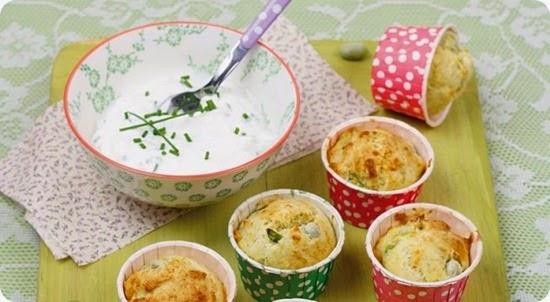 Muffin alle fave con salsa allo yogurt