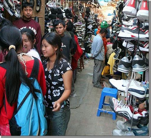 http://lh6.ggpht.com/-TSx0mYbXBH8/Tv1Uw13pEnI/AAAAAAAAQXc/7epJfX_4XB0/shopping-in-moreh-town-manipur_thumb%25255B1%25255D.jpg