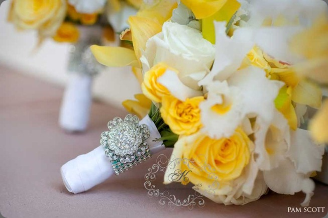 light-yellow-bouquet-with-crystal-brooch-for-weddings karen tran