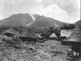 Gunung Sibayak and Batak houses (Karl Josef John, 1925) Courtesy TropenMuseum Archives