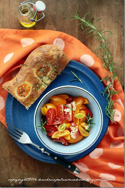 Focaccia z pomidorami,  oregano i rozmarynem (12)
