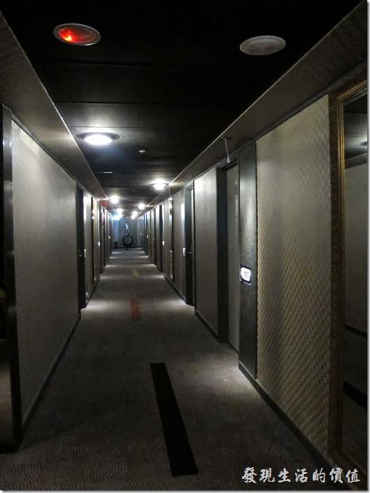 台北凱薩大飯店。客房外的走廊。