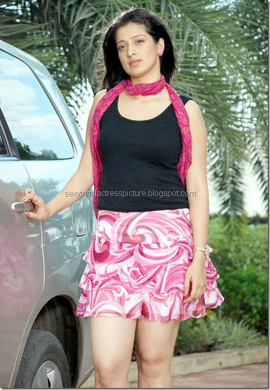actress_lakshmi_rai_hot_legs
