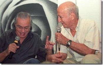 chico-anysio-e-millor-fernandes-durante-encontro-historico-em-2003_thumb