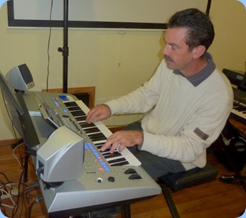 Peter Littlejohn playing the Tyros 4. Photo courtesy of Colleen Kerr