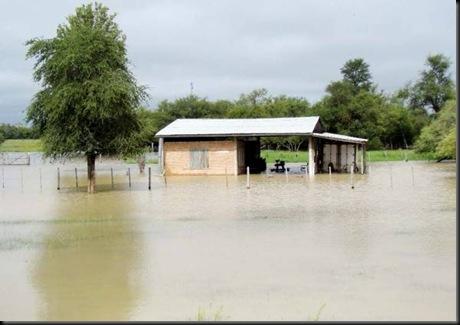 son-varias-las-casas-que-quedaron-bajo-agua-debido-a-las-continuas-lluvias-_595_420_7561