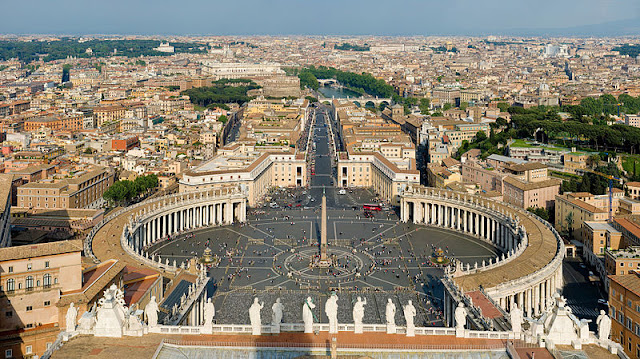 St_Peter's_Square_Vatican_City.jpg