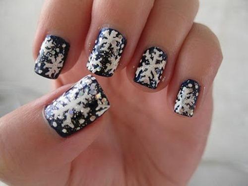 Snowflake-Nail-Art
