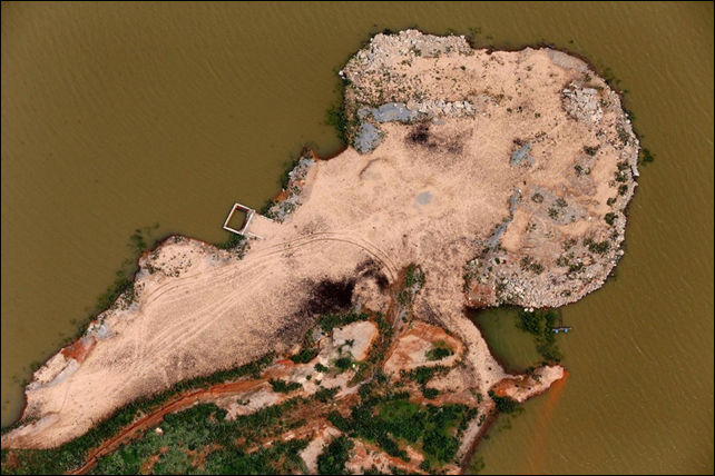 An aerial view of cracked ground near Brazil's depleted Atibainha reservoir. Photo: Paulo Whitaker / Reuters