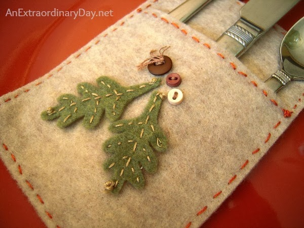 Felt-Silverware-Pocket-Day-10-of-31Days-Homespun-Table-Setting-AnExtraordinaryDay.net_