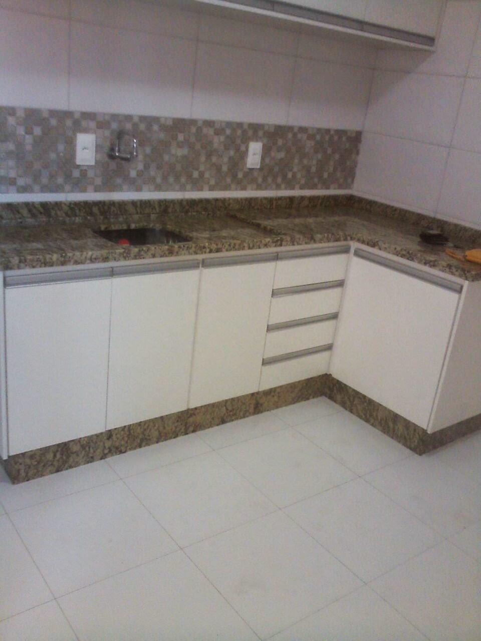 Cozinha em granito amarelo ornamental sr gustavo jd for Granito argentina