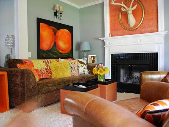 Living con accesorios naranjas