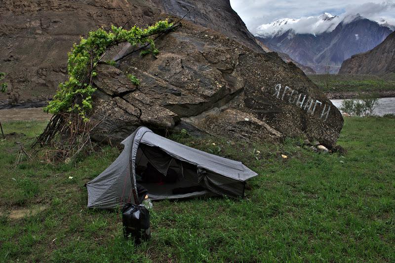 Locul de cort, din nou intre munti.