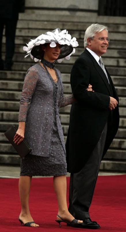 El alcalde de Barcelona Joan Clos llegó junto a su esposa