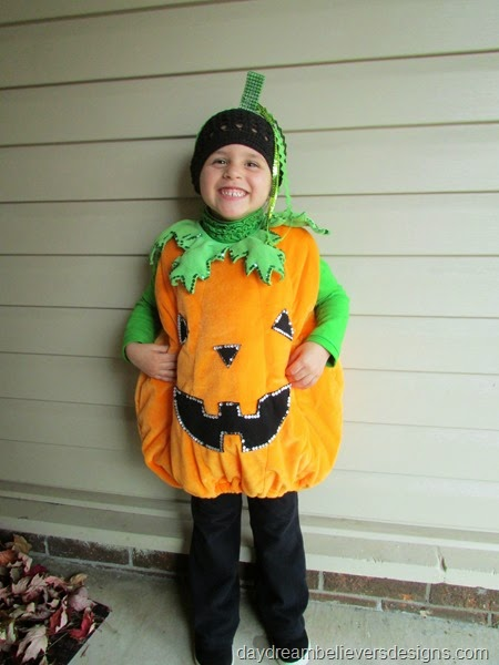 Halloween Recap on daydreambelieversdesigns.com - Girls Pumpkin Costume #halloween