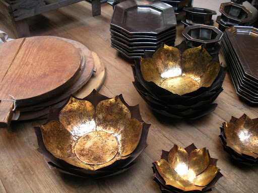 These dishes are so lovely. The petals remind me of flames and flowers all at once.