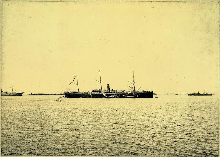 Vapor Correo BUENOS AIRES fondeado en la bahia de Cadiz. Foto Felix Barrio Fort. Año 1899. Del libro La Imagen del Acero. 125 Años del Astillero de Puerto Real.jpg