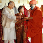 Dev Mahajan and Sushma Mahajan life time achievement award HGH 2010.jpg