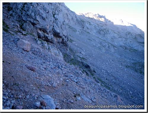Jito Escarandi - Jierru 2424m - Lechugales 2444m - Grajal de Arriba y de Abajo (Picos de Europa) 0046