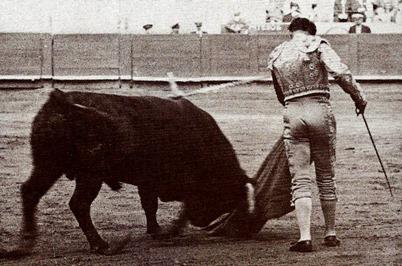 Domingo Ortega Pase de pecho (Foto. Espasa calpe Archivo) 001