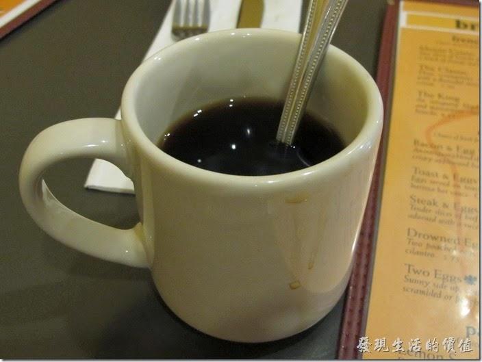 Louisville(路易斯維爾)Toast-on-market早午餐。這是我點的黑咖啡,可以一直續杯續到爽,我喝了兩杯,味道普通。