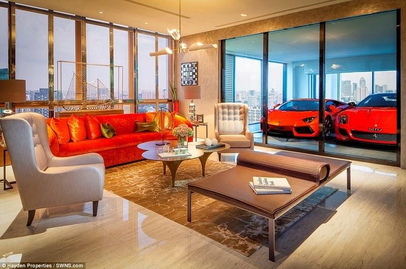 أغنياء سنغافورة يركنون سياراتهم الخارقة في غرف الجلوس hamilton-scott-12%