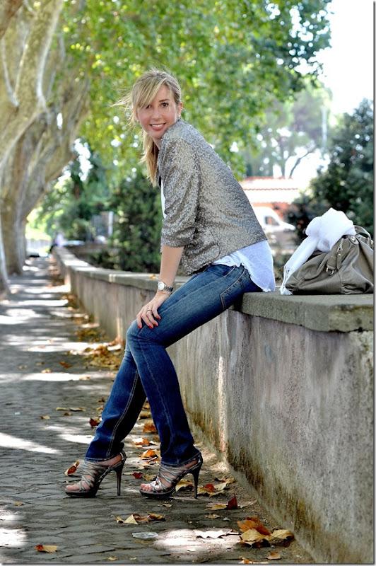 3_giacca paillettes-collana etnica