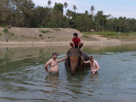 124. la baie cu elefantul.JPG